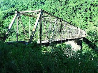 Ponte de ferro liga as cidades de Farroupilha e Nova Roma do Sul