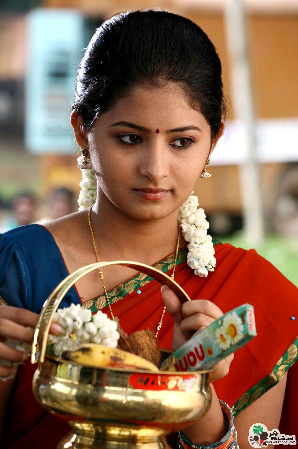 நணபன Good Friend Reshmi Menon At Theneer Viduthi