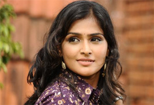 Ramya Nambeesan Learn Tamil for Dubbing in upcoming Movies
