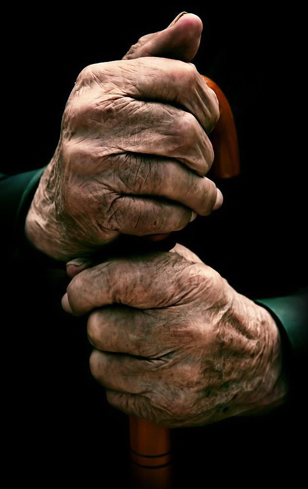Ancianas Contra La Ley De Gravedad