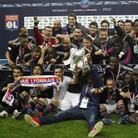 FÚTBOL-Lyon ya tiene su quinta copa