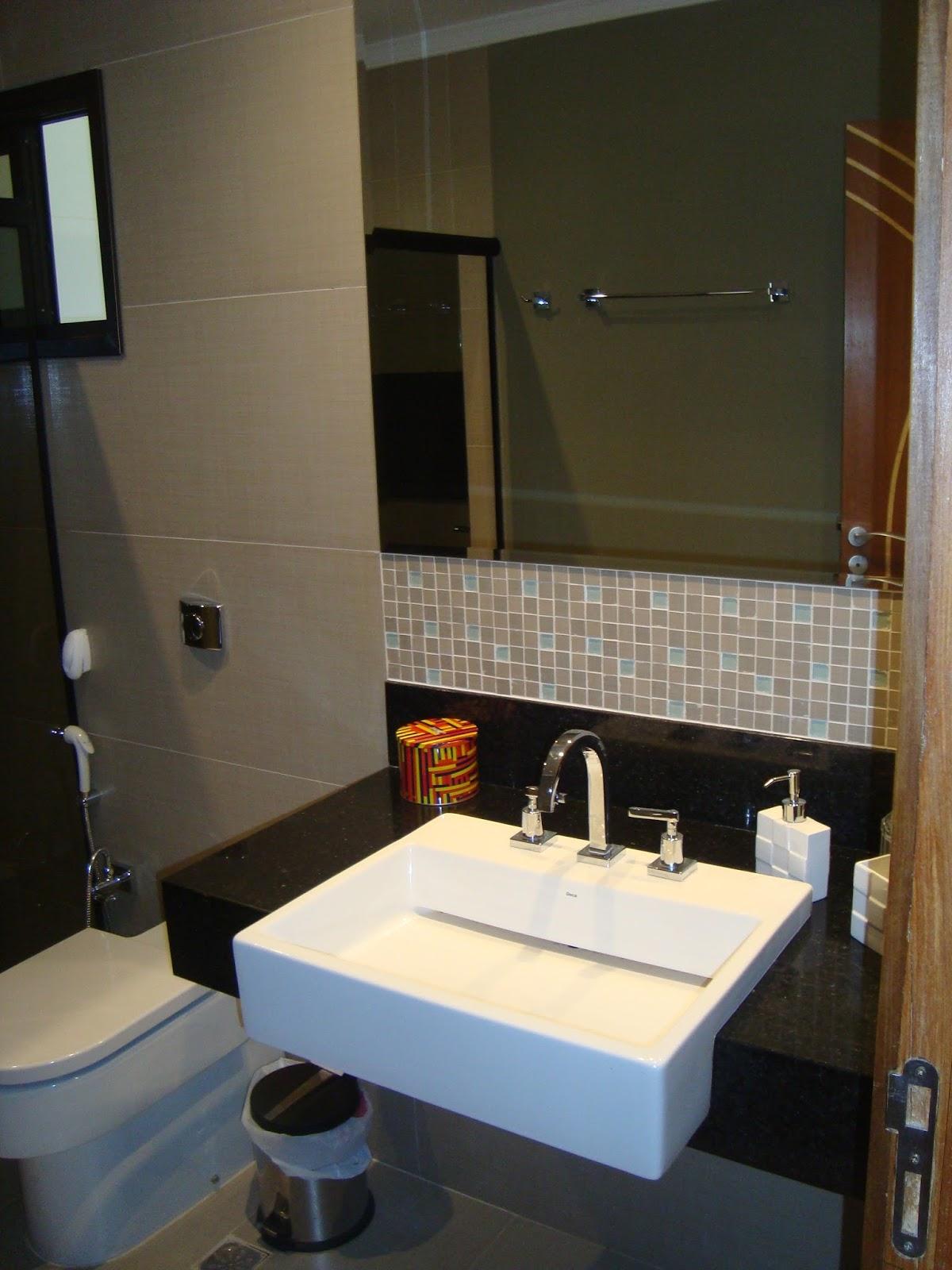 Banheiro 1. Lavatório de semi encaixe sobre granito preto absoluto  #947537 1200x1600 Banheiro De Arquiteto