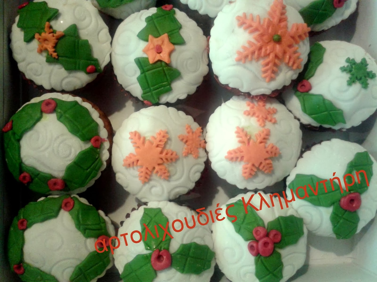 Χριστουγεννιάτικα cupcakes ζαχαρόπαστας!