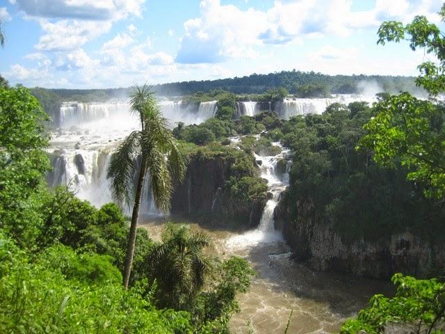 10. Iguazu Falls (Iguazu, Argentina)