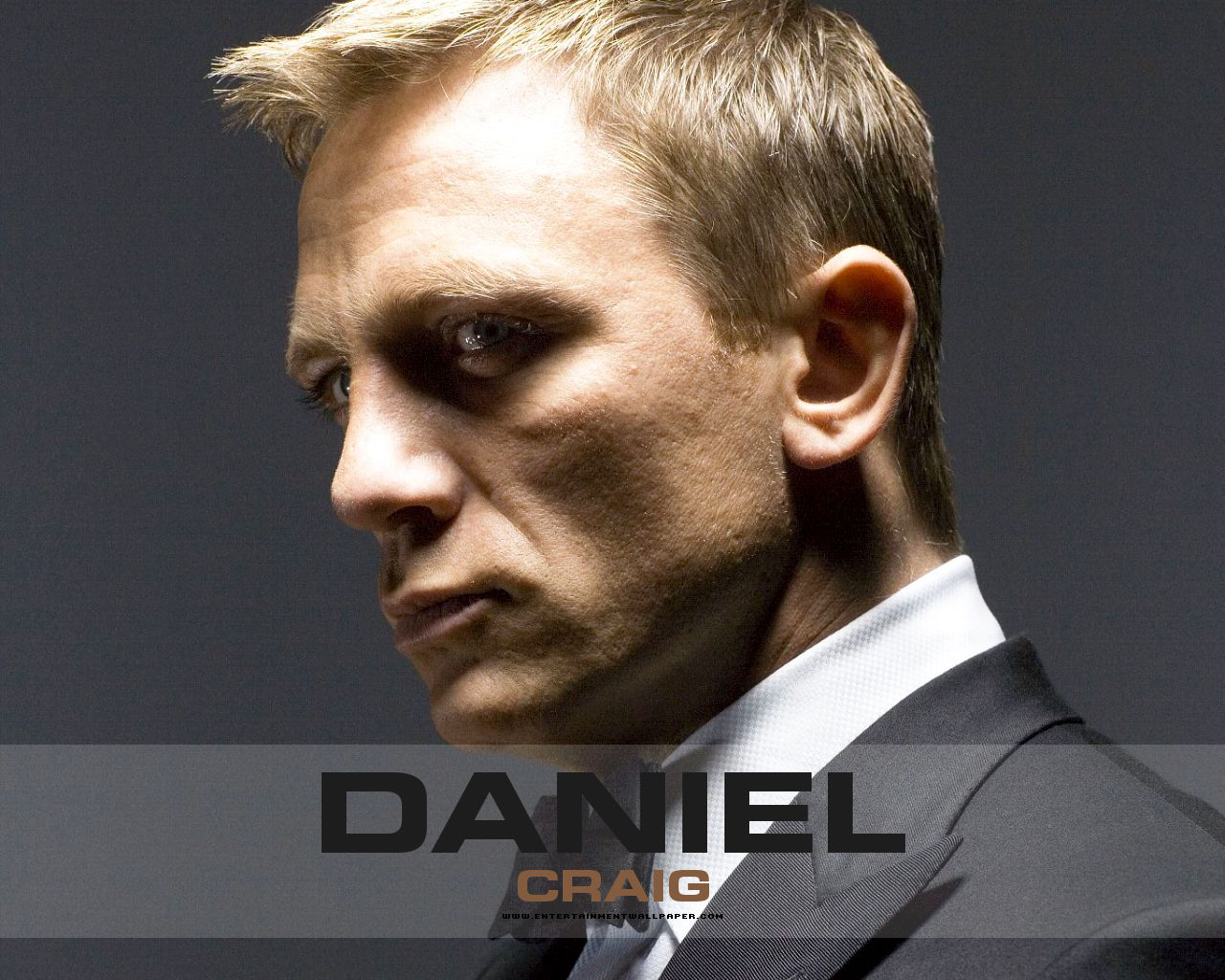 http://2.bp.blogspot.com/-dy9VfJx522Q/UDJ2nWnZYqI/AAAAAAAAVOM/AYVTuH_rQ-w/s1600/Is-Daniel-Craig-the-best-james-bond.jpg