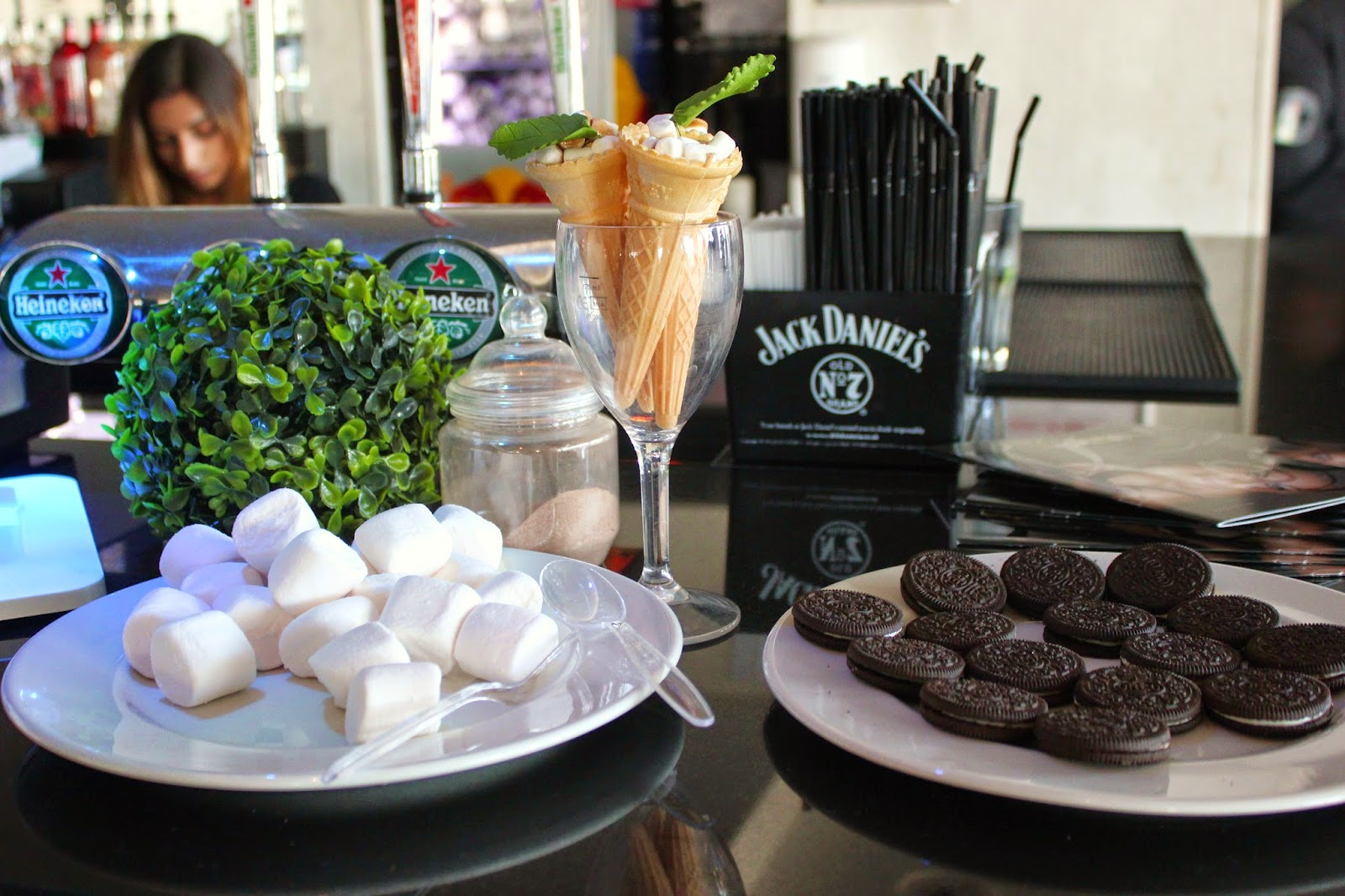 bloggers-love-fashion-week-food-marshmallows-oreos