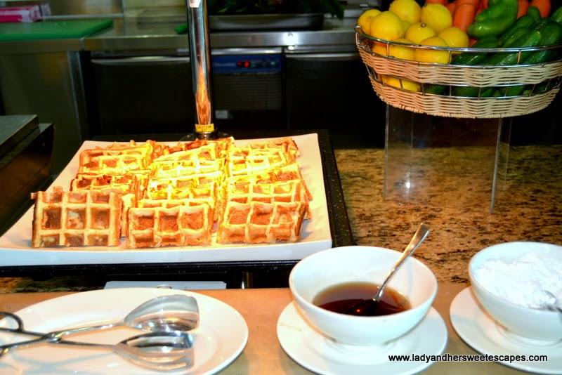 Breakfast at Al Murjan in Oceanic Hotel