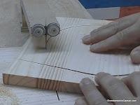 Girar la madera hasta finalizar de cortar el círculo. www.enredandonogaraxe.com