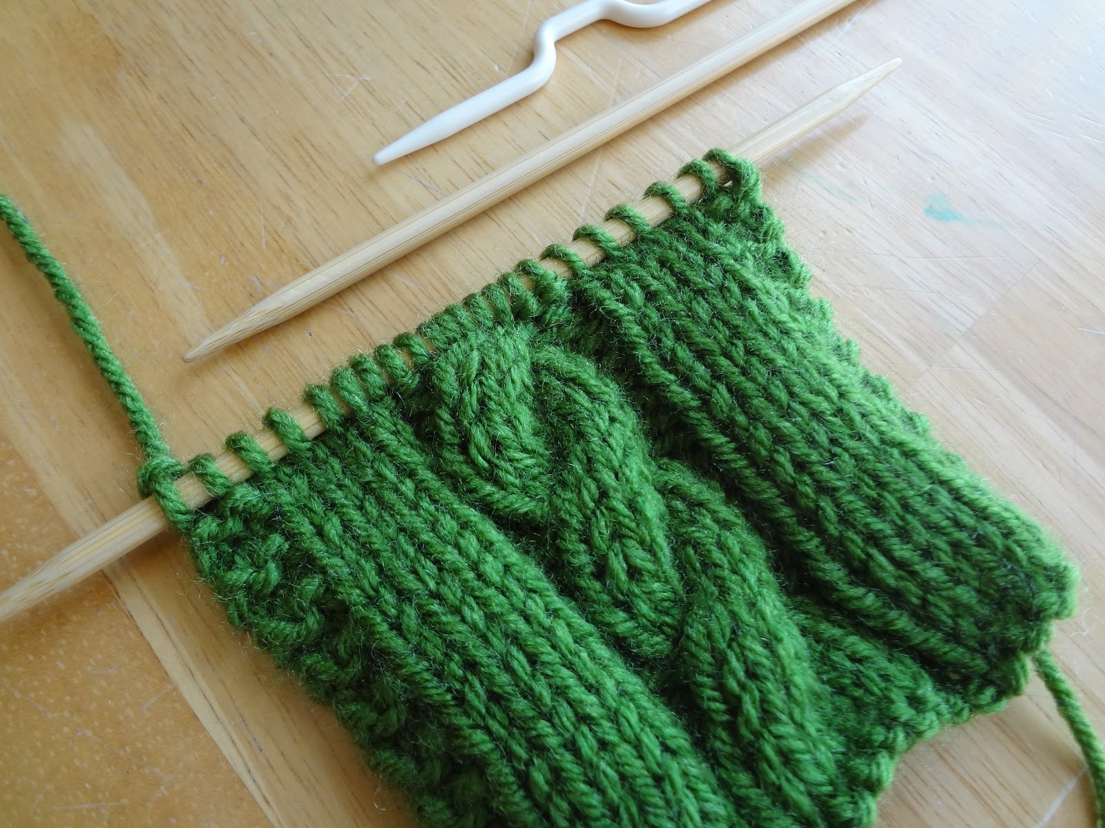 Knit Stitch Library Free : Fiber Flux: From the Knitting Stitch Library...How to Make Cables