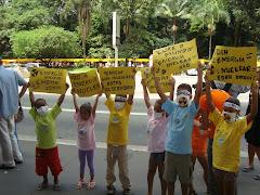 """Crianças do """"Cure o Mundo se manifestam contra a construção de Usinas Nucleares no Brasil"""