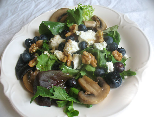 blueberry goat cheese salad with mushrooms