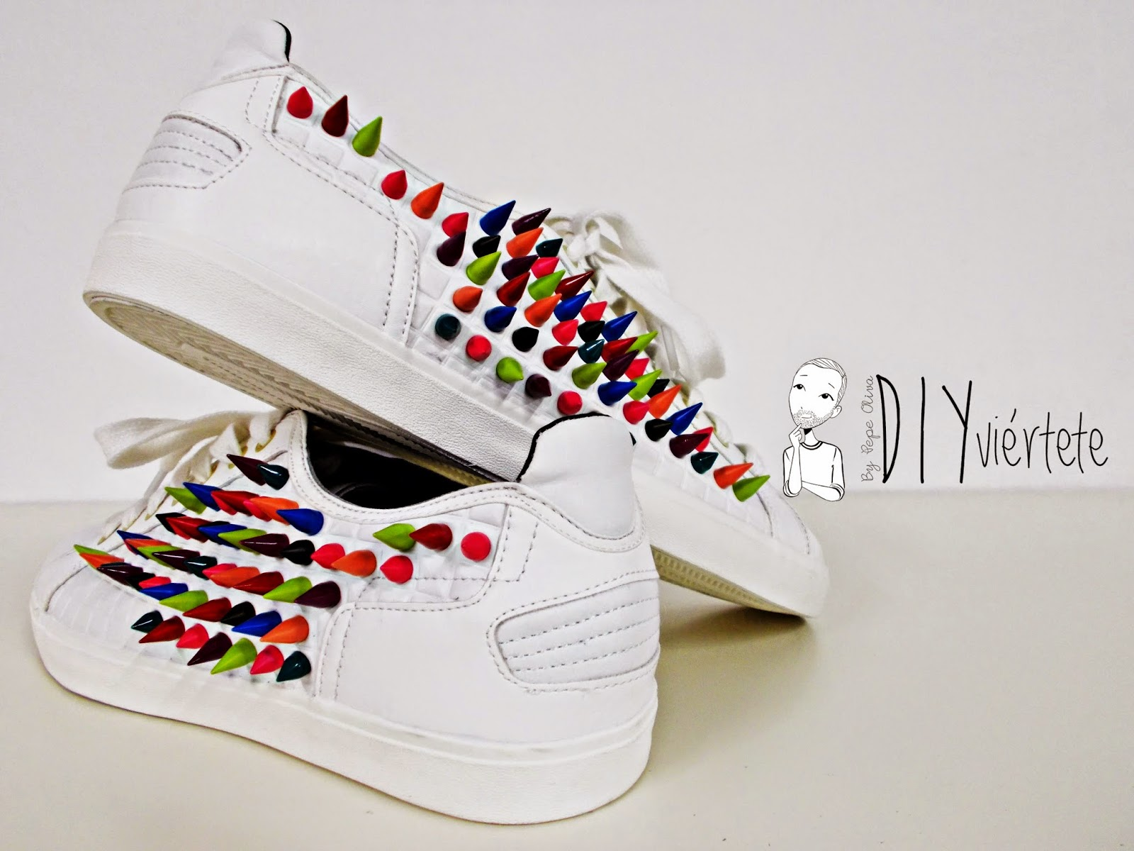 DIY-zapatillas-tunear-customizar-CHRISTIAN-LOUBOUTIN-zapatos-pinchos-esmaltes-pinta uñas-colores-1