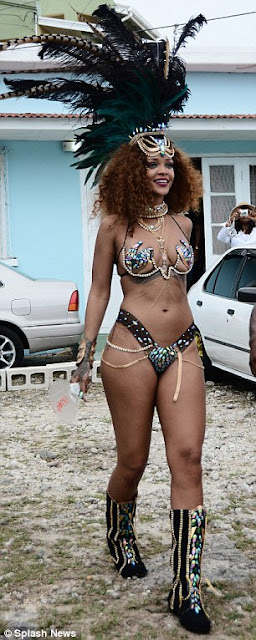Rihanna & Lewis Hamilton cosy up at Barbados festival  2B14C74400000578-3184348-image-a-87_1438670582597