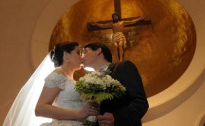 Roman Romulo kisses Shalani Soledad