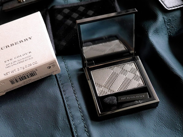 burberry wet & dry shadow khaki green swatch review