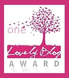 """Premio One Lovely Blog Award"" Perf Otorgado por el blog Perfume de Rosas"
