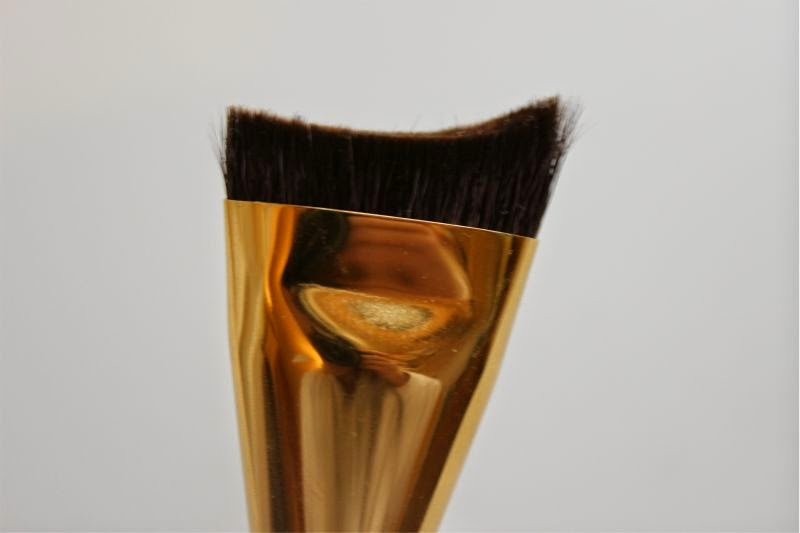 Estee Lauder Sculpting Brush 2