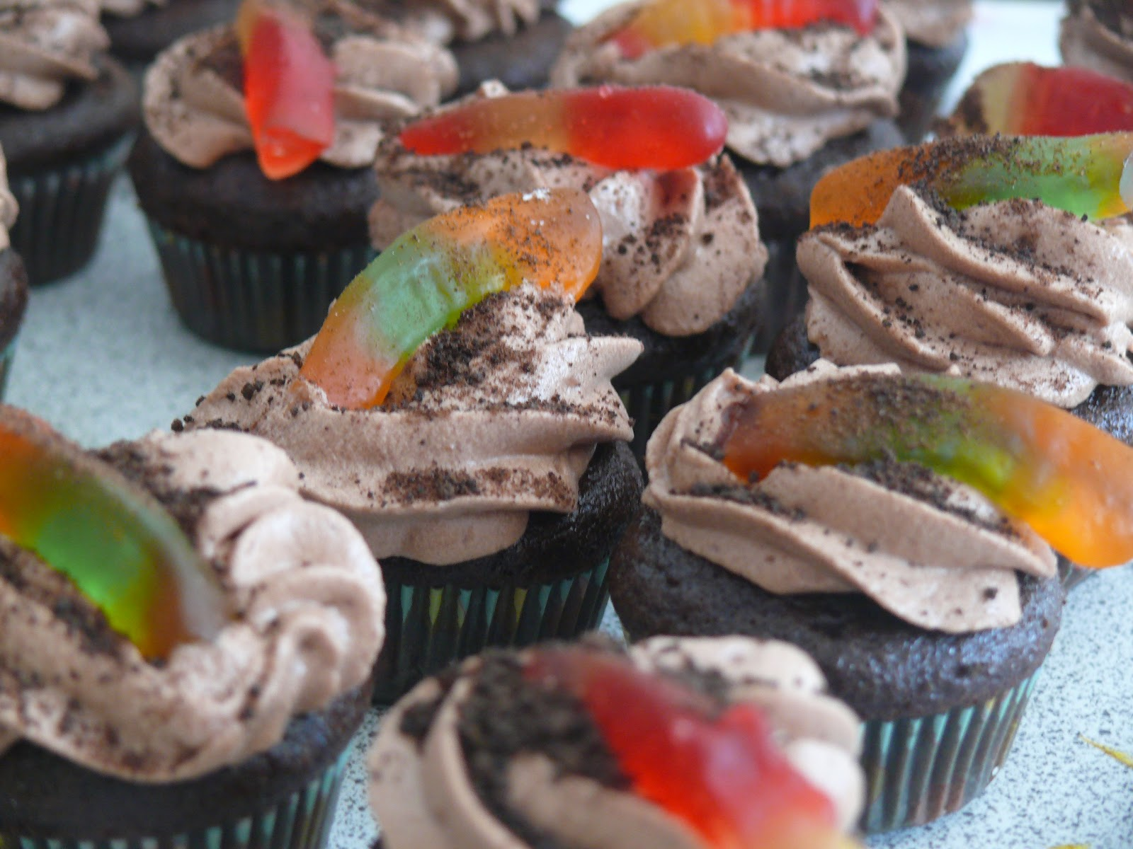 EAT TREATS: WORMS AND DIRT CUPCAKES | Busy Mama