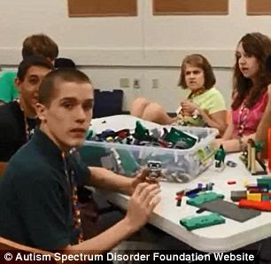 Objetivos propostos: A caridade afirmava que gastaria os recursos no campo de habilidades sociais para crianças autistas mas, para patrocinar essas atividades, gastaram apenas uma pequena parcela de seus recursos doados
