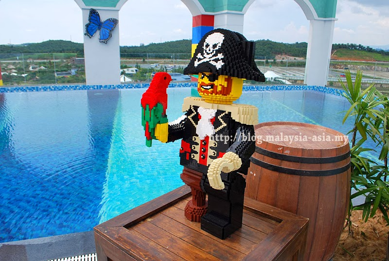 Pictures of legoland hotel in malaysia sneak peek malaysia asia travel blog for Hotels near legoland with swimming pool