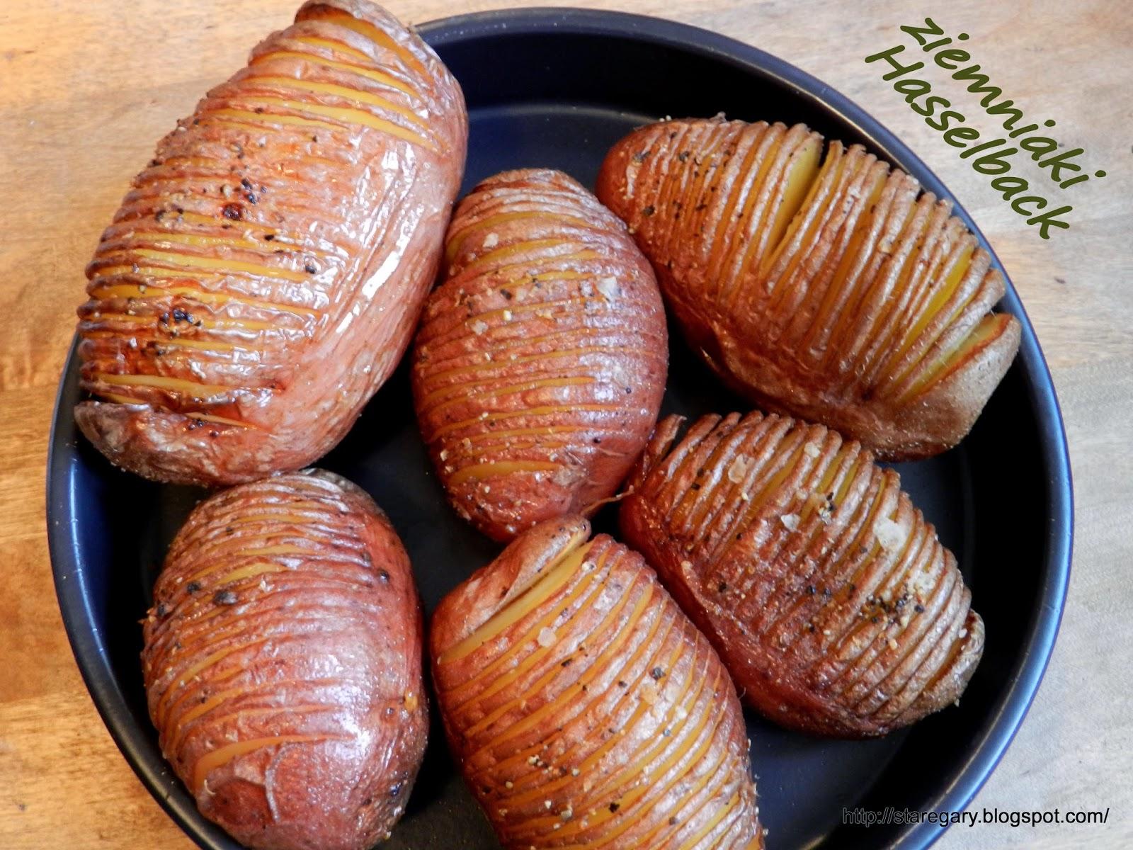 Ziemniaki Hasselback pieczone w garnku rzymskim