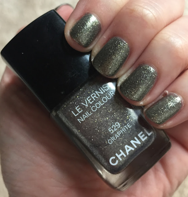 Chanel, Chanel Graphite, nails, nail polish, nail lacquer, nail varnish, manicure, #ManiMonday