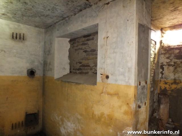 http://www.bunkerinfo.nl/2013/04/manschappenverblijf.html