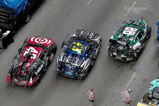 http://2.bp.blogspot.com/-e0-0H6mvjPU/TdC0PsAdcEI/AAAAAAAAAVw/o2iIsuvv0KY/s640/NASCAR-Transformers-3-Cars.jpg
