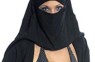 صور امرأة عارية الجسد رغم انها منقبة الراس