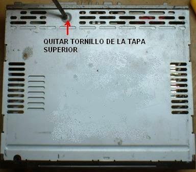 primero hay que quitar tornillo de la cubierta o tapa de la reproductora de discos para acceder al mecanismo de carga  descarga del disco