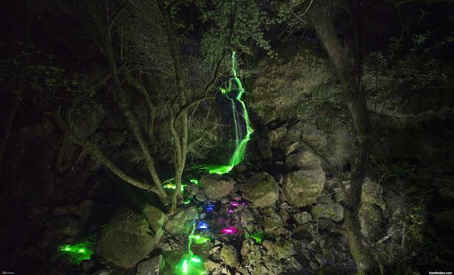 Foto-Air-Terjun-Cahaya-Neon-Karya-Sean-Lenz-dan-Kristoffer-Abildgaard-6