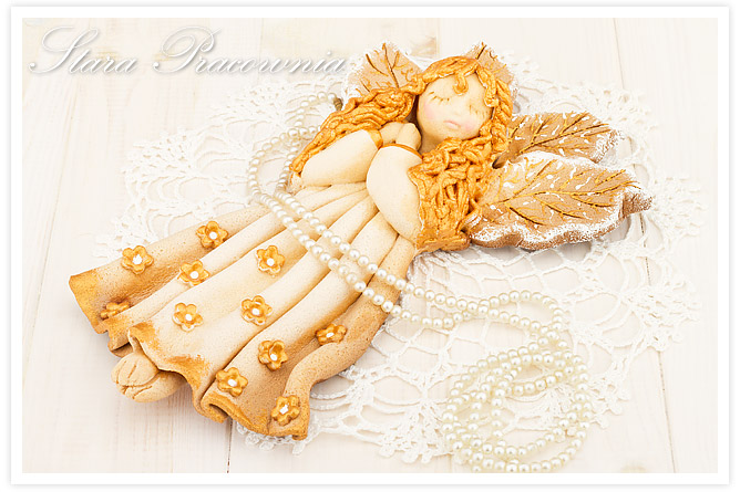 aniołek z masy solnej, anioł z masy solnej, figurka z masy solnej, masa solna, salt dough, prezent od Oliwki
