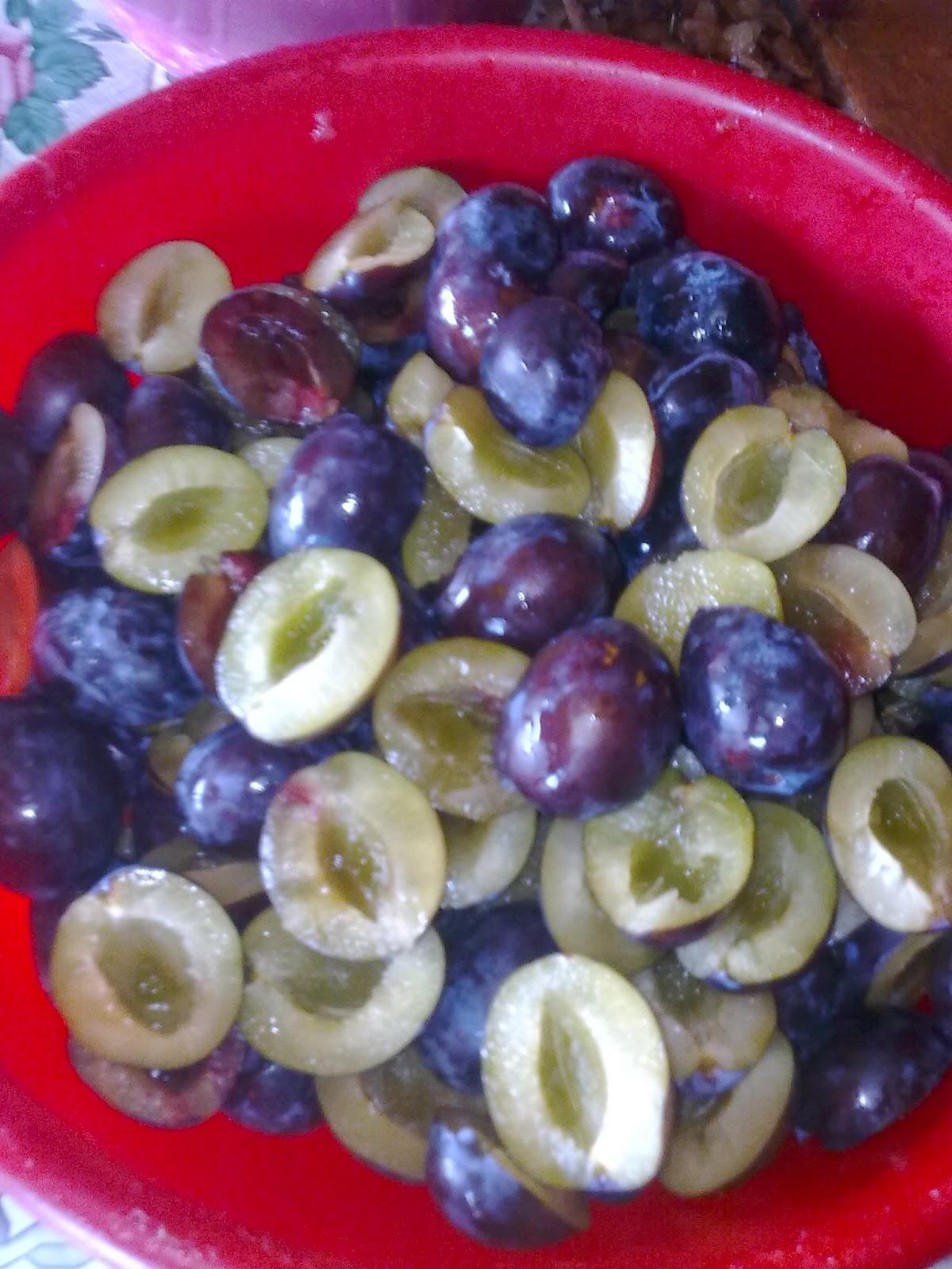 curatarea prunelor borcane pentru compotul pentru iarnă
