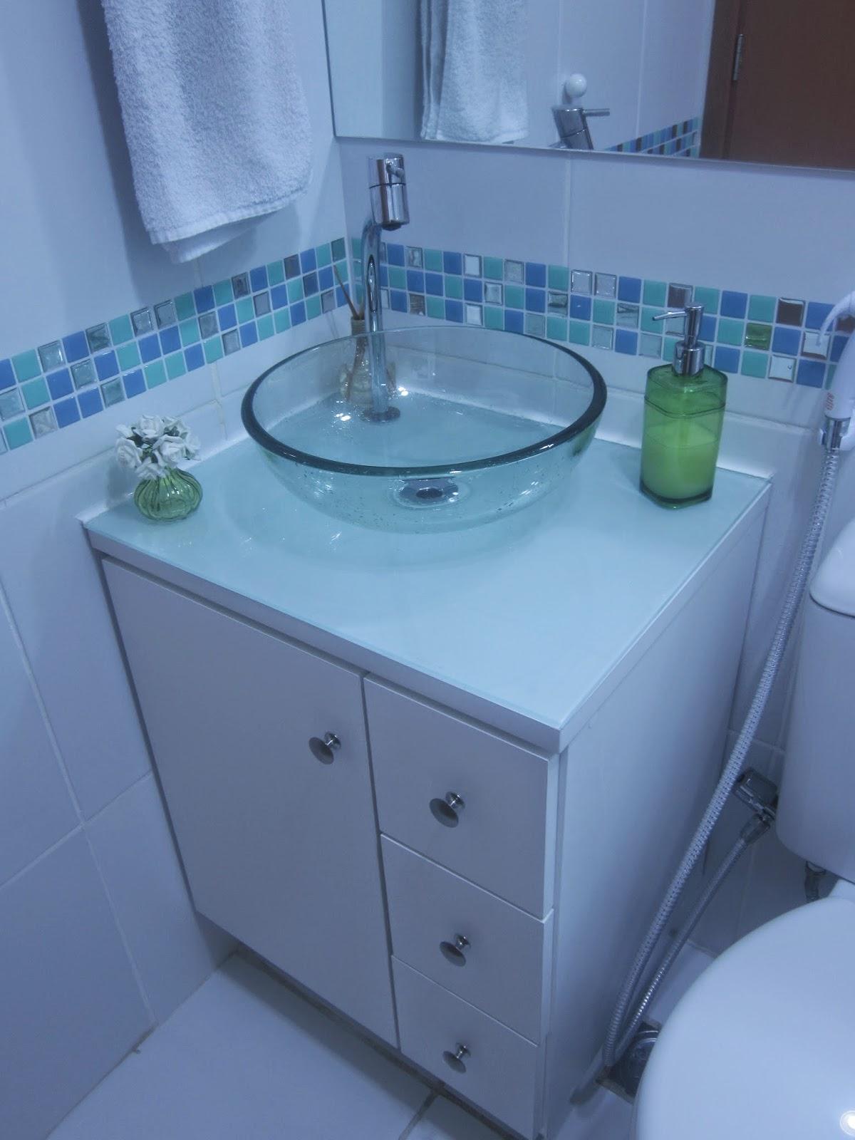 Cafofo Sonhado: Decorando banheiros pequenos: 2 banheiros 2m² cada  #2B5FA0 1200 1600