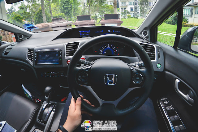 Honda Civic all-in-one car dashboard with all required controls at driver reach