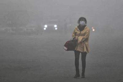 Sufocante: Poluição fecha estradas e aeroporto da China