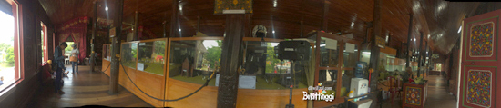 Rumah Adat Ba-anjuang di dalam kebun binatang Bkt
