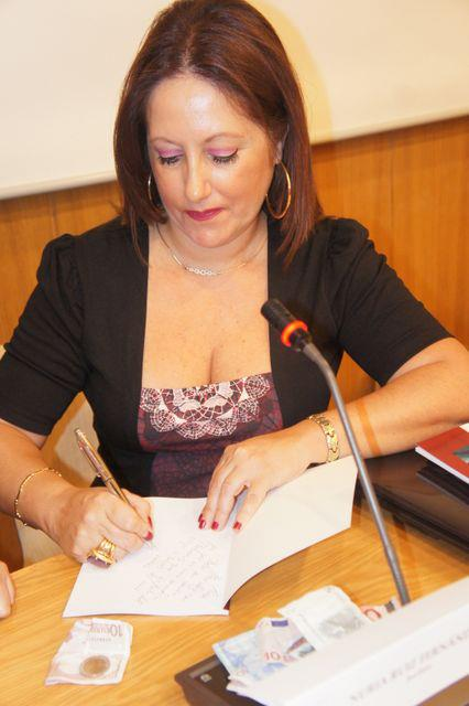 la autora algecireña Nuria Ruiz