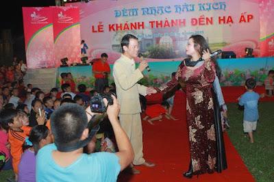 Vợ chồng Thanh Thanh Hiền tình tứ thể hiện song ca.