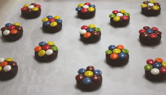 Galletas de chocolate y Lacasitos - El dulce mundo de Nerea