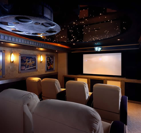 Home theater decor home staging living room for Home theatre decorations