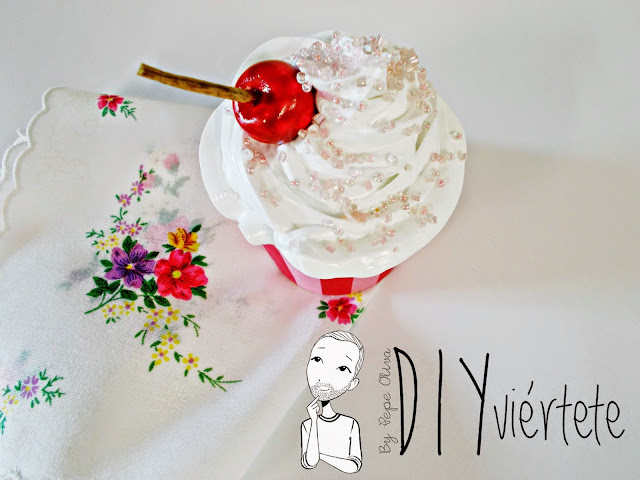 DIY-Do It Yourself-DIYviértete-manualidades-decoración-cupcakes-Decoden-técnica-dulce-cereza-sirope-frostinf-merengue-5