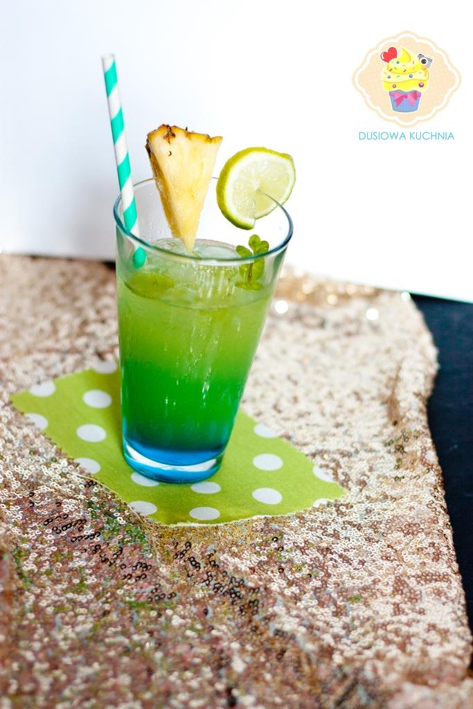 drinki z malibu, drink blue hawaii, drink z malibu i sokiem ananasowym, drink z malibu i blue curacao