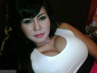 http://2.bp.blogspot.com/-e2KcuPuFtqE/TdrLO0i5AcI/AAAAAAAAACI/Ma45SsxQbg4/s1600/toket+gede+tante+novita.jpg