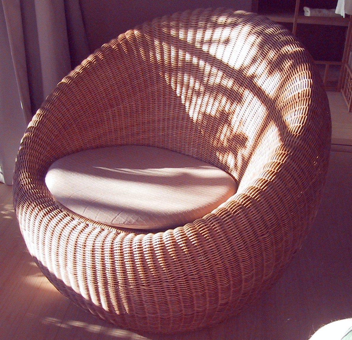 Wicker bamboo round chair on round rattan chair vintage furniture