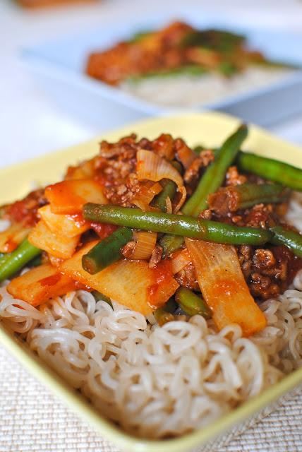 wok, köttfärs, nudlar, recept, vardagsmat, snabbt, lättlagat, asiatiskt, gott, haricots verts, gröna bönor, bambuskott, färs, nötfärs