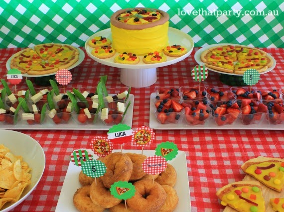 Pizza party table pizzeria party food bunting pizza cake