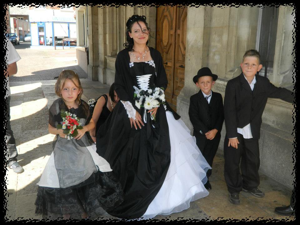lexemple de laetitia f est assez rare pour tre soulign car le plus souvent quand le noir sinvite sur une robe cest en petites touches - Robe Noire Invite Mariage