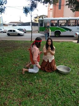 Alessandra Souza como Ana Terra e Douglas Maldaner como Pedro Missioneiro