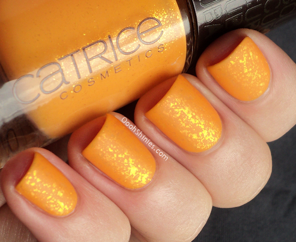 Catrice Sunny Side with Catrice Shake It! Flake It! and Essence Matt top coat.